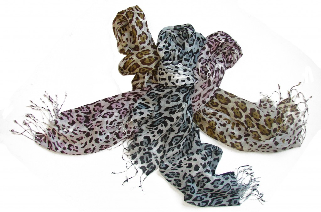 Scarf in Animal Print: Elegant and On Trend