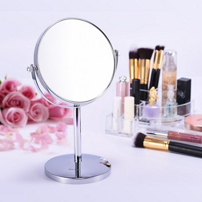 Magnifying mirror offers 5x magnification, small