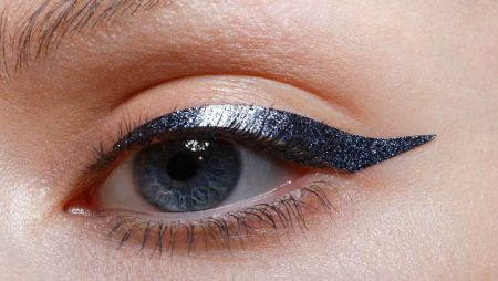 Stick-on eyeliner from Mily Makeup, close up