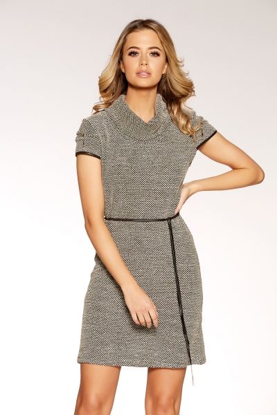 The Office Dress Code is easy to navigate! Quiz Clothing Black and Beige Stretch Tunic Dress is seasonless and chic!