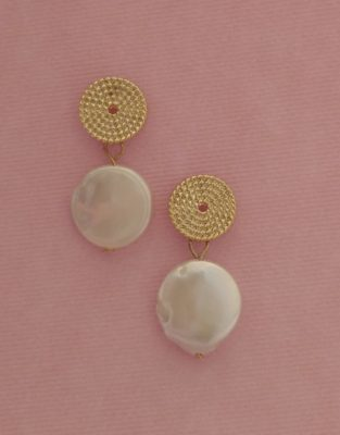Freshwater pearl earrings are a classic must-have