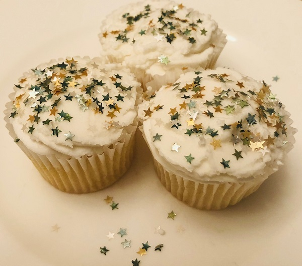 Cake decorating made easy? Add sprinkles and glitter!